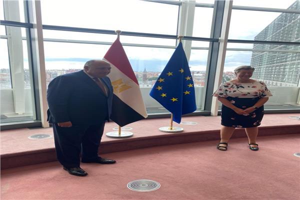 وزير الخارجية مع مفوضة الاتحاد الأوروبي للهجرة