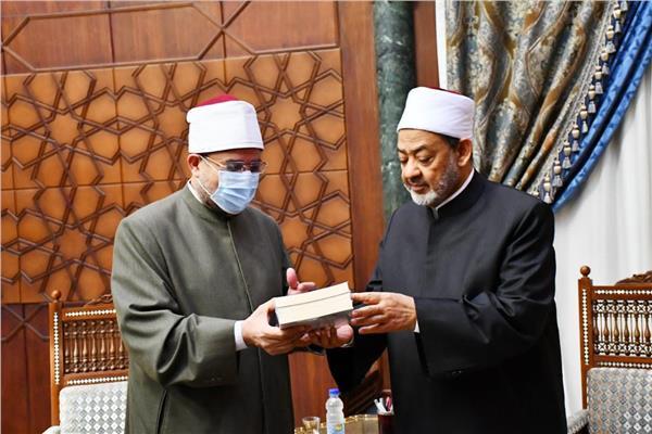 وزير الأوقاف وقيادات الأوقاف يهنئون الإمام الأكبر