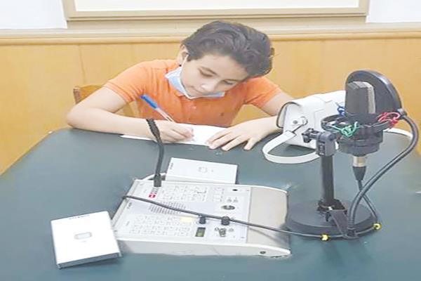 الإعلامى الصغير حسين أحمد
