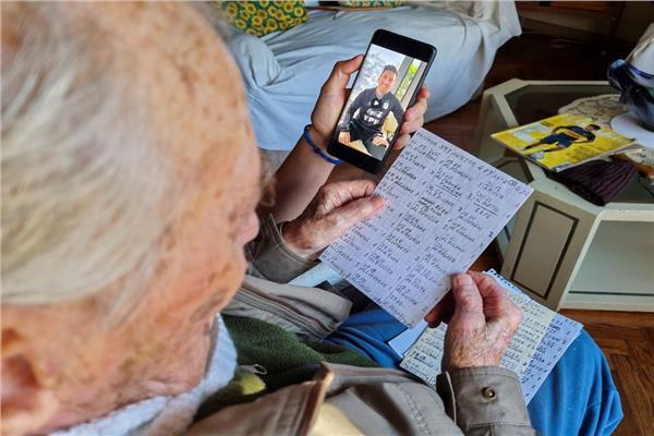 عجوز يتجاوز ال 100 عام يوثق أهداف ميسي بخط يده