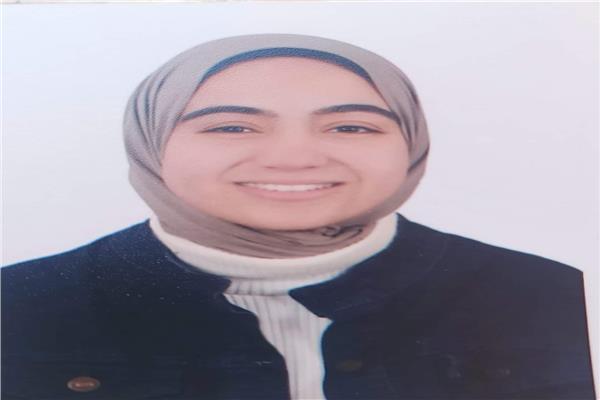 الطالبة منار عبد الباقي