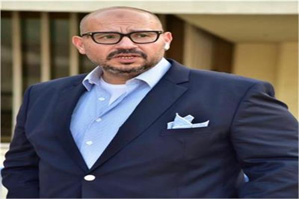 ياسر ادريس رئيس اتحاد السباحة