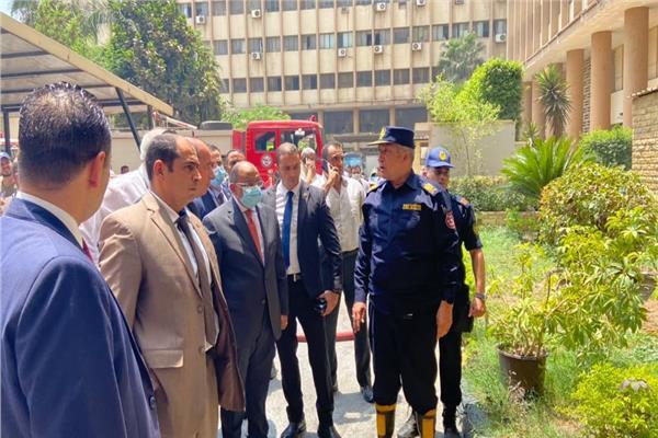 محمود شعراوي يتفقد موقع حريق وزارة التنمية المحلية
