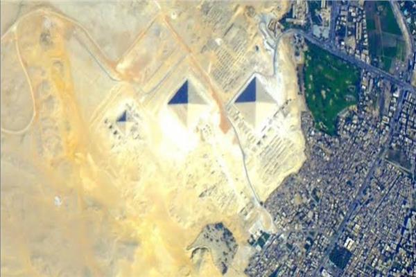 صورة للاهرامات من الفضاء