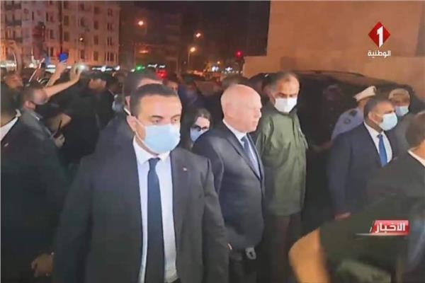 قيس سعيد أثناء جولته بشارع الحبيب بورقيبة