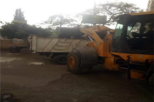 رفع ٨٠ طن من المخلفات الصلبة والقمامة بالمنيا