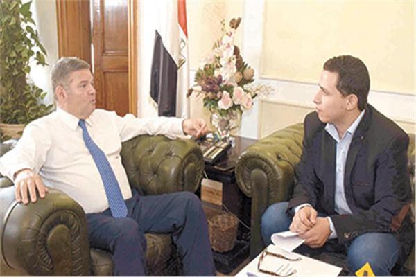 هشام توفيق وزير قطاع الأعمال خلال حواره مع «الأخبار»