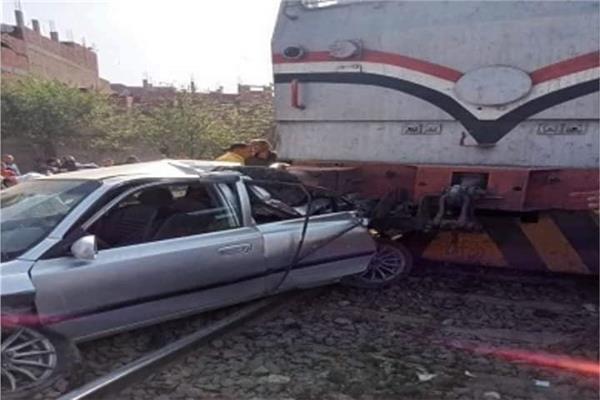 تصادم قطار بسيارة ملاكي