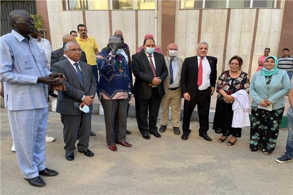 وزير الثروة الحيوانية بجنوب السودان خلال زيارته لمعهد بحوث الأمصال واللقاحات