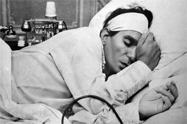 عبدالحليم حافظ ينزف دما.. ليلة بكت فيها نبيلة السيد