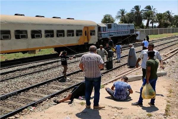 تصادم قطار ركاب بالصدادات الخرسانية