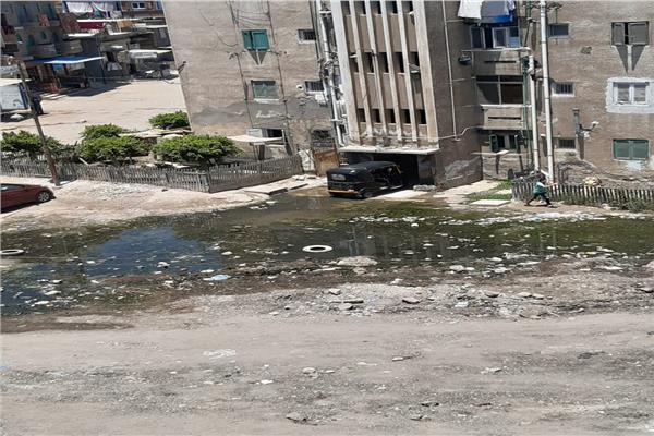 مياه الصرف الصحي تحاصر مساكن شركة الكيماويات بكفر الدوار