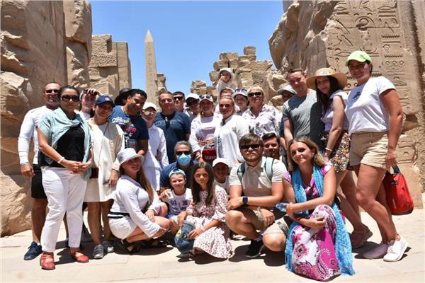 ٦ جنسيات سياحية تزور الأقصر