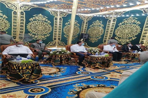 رئيس الوزراء يعقد لقاءا مفتوحا مع اهالى مركز الشهداء