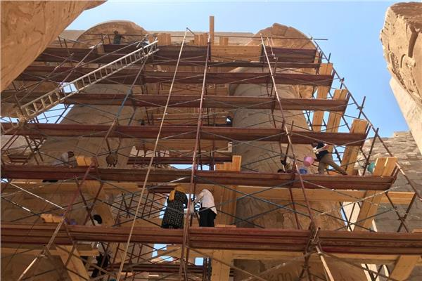 ترميم صالة الاعمدة الكبري لمعبد الكرنك