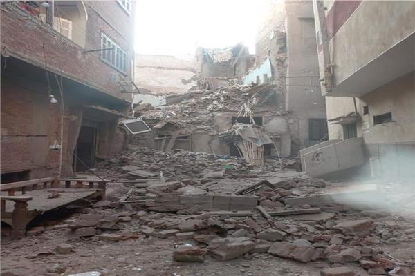 انهيار منزلين خاليين من السكان بأسيوط