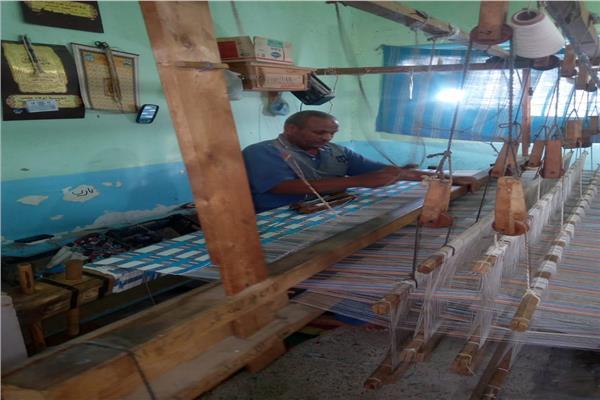صناعة الحرير الطبيع و النسيج اليدوى