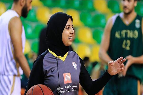 المهندسة سارة جمال الحكم الدولي لكرة السلة