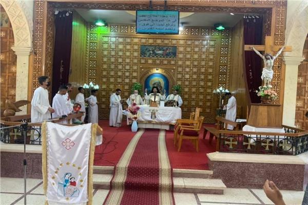 الأنبا باخوم يترأس قداس مؤتمر التربية الدينية بكفر الدوار