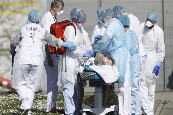 إصابات كورونا تتخطى 211 مليون إصابة عالميا