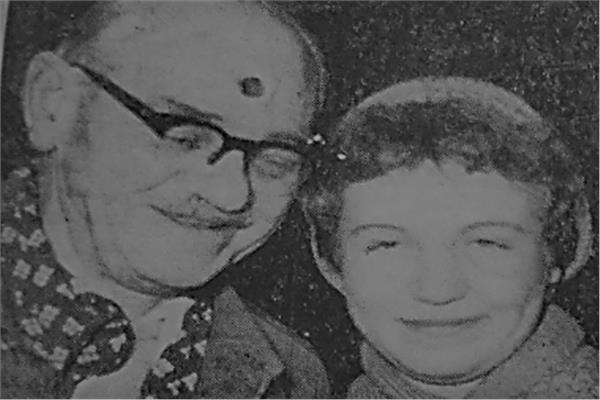 صوفي برفقة والدها زوخوس - أرشيف أخبار اليوم