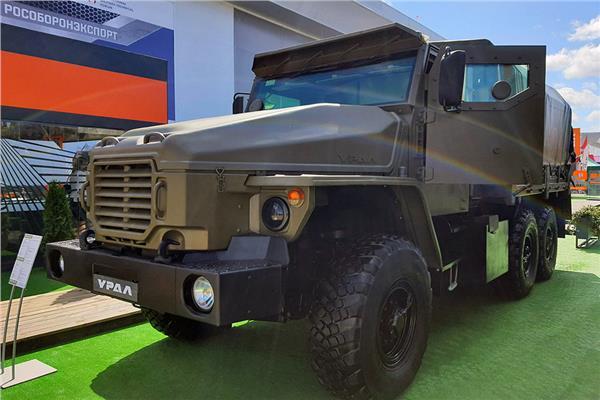 """روسيا تكشف عن سيارة عسكرية """"فيتياز-2"""""""
