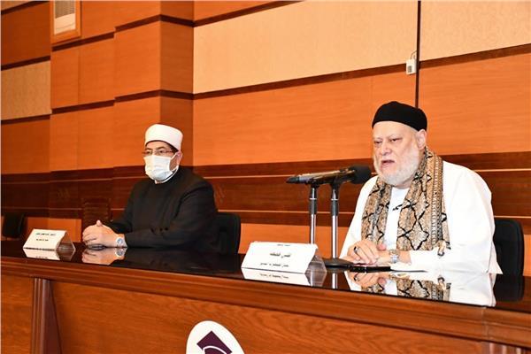 الدكتور علي جمعة مفتي الجمهورية السابق رئيس اللجنة الدينية بمجلس النواب