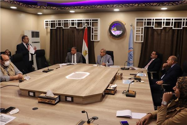 فضيلة الدكتور محمد المحرصاوي اثناء ترأسه للاجتماع
