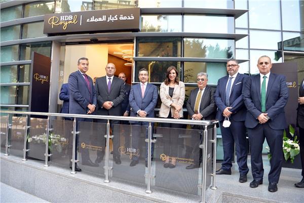 افتتاح ١٢ مركز لخدمة كبار العملاء بفروع البنك
