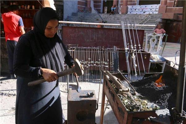 ■ بوسى سعد تعمل فى الحدادة منذ ربع قرن