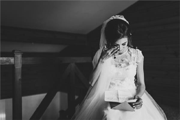 عروس تتسلم قسيمة طلاقها