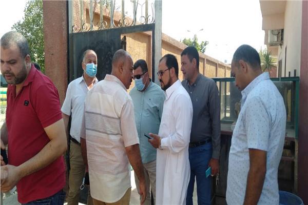 هاني الجويلي رئيس مدينة بني سويف في موقع وفاة أب وأبناؤه الثلاثة