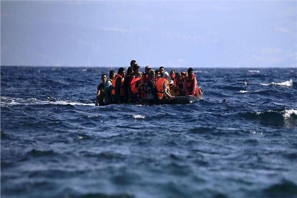 طرق ملتوية تستخدمها العصابات لاقناع الشباب بالهجرة