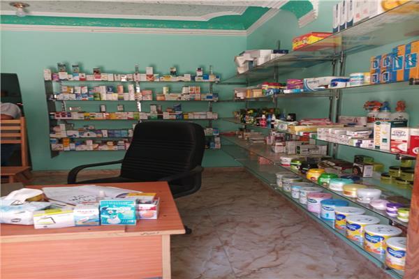 ضبط 1800 عبوة دوائية داخل محل يستخدم صيدلية بدون ترخيص في بني سويف