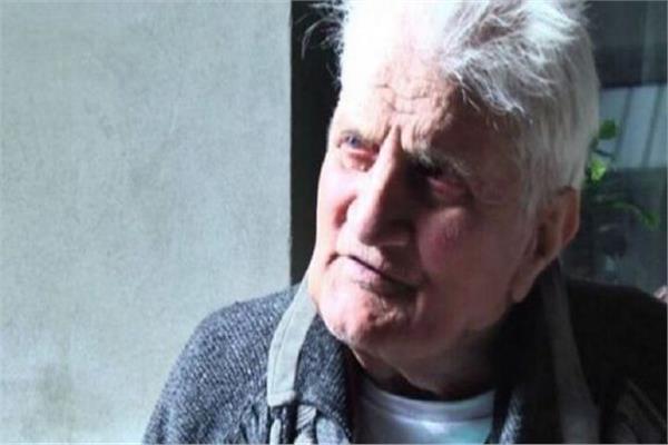 عودة عجوز الى منزله بنفس الملابس بعد اختفاء 30 عاما