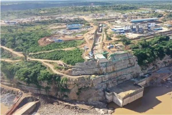 جانب من عمليات انشاء السد في تنزانيا