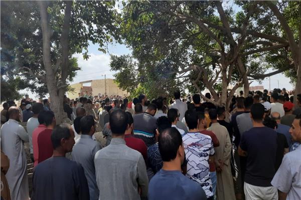 أهالى قرية الطود بكوم حمادة يشيعون جثمان طالب الصيدلة
