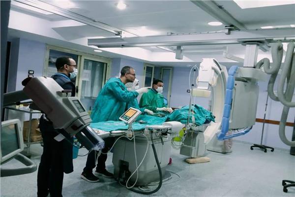 عملية قسطرة مخية بمستشفى قنا العام