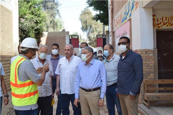 """محافظ المنيا، يتابع، تنفيذ مشروعات المبادرة الرئاسية """"حياة كريمة """"بقرية ميانة بمركز مغاغة"""