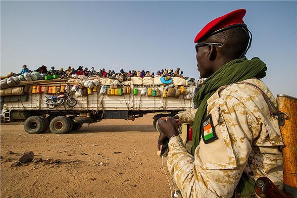 مصرع 6 جنود وإصابة 3 في هجوم على موكب مسؤول رفيع بالنيجر