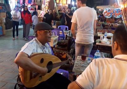 سهرات رمضانية تضيء شوارع الحسين وخان الخليلي في أول ليالي رمضان