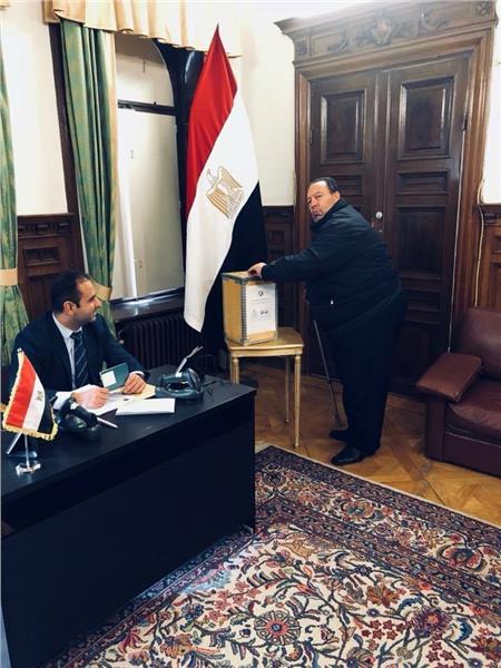 صور  المصريون يشاركون في الانتخابات الرئاسية بالسويد