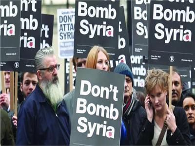 بث مباشر للمظاهرات أمام مقر الحكومة البريطانية احتجاجا على ضرب سوريا