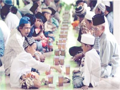 إندونيسيا فى رمضان| الأئمة أزهريون.. والمشاعل ابتهاجاً بالتراويح