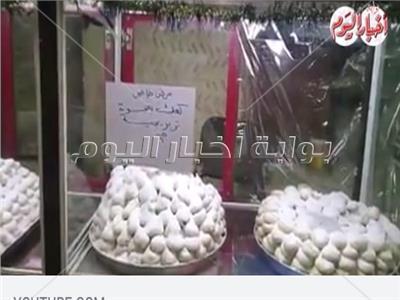 «منتخب مصر» يسوق كعك العيد في الأسواق