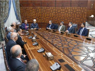 شيخ الأزهر: بيت العائلة المصرية يحافظ على نموذج التعايش الوطني