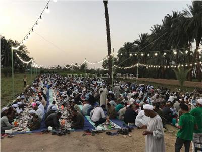 صور| «شهر المحبة والإخاء».. موائد رمضان الأكثر شهرة في الأقصر