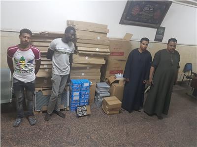 ضبط المتهمين بسرقة مؤسسة للتجارة والتوريدات بعين شمس