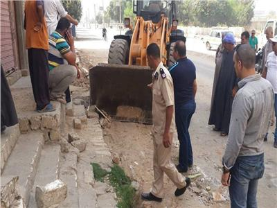 حملة لرفع الإشغالات ومخلفات البناء بدماريس في المنيا