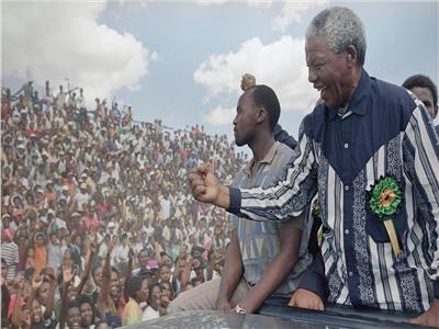 حكايات  «خطابات مانديلا من السجن».. الحب والأمل طريقًا للحرية